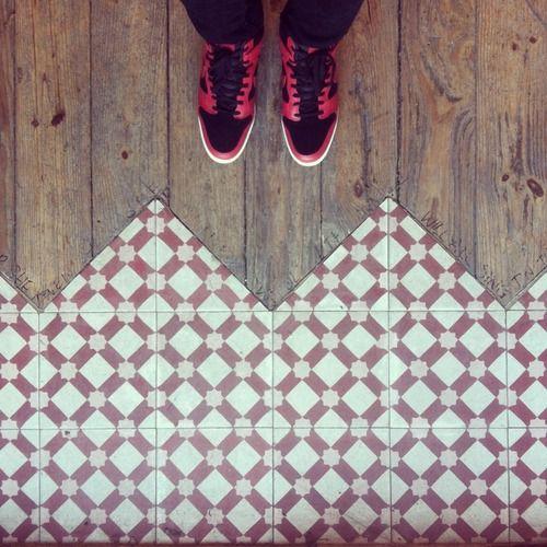 Accostare pavimenti diversi per accorpare 2 locali o per - Accostare due divani diversi ...