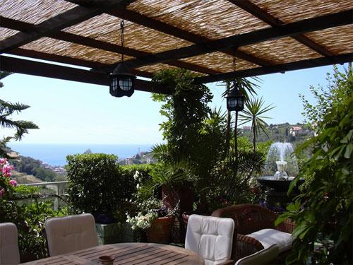 Come arredare il terrazzo casanoi blog for Piani di casa con spazio di vita all aperto