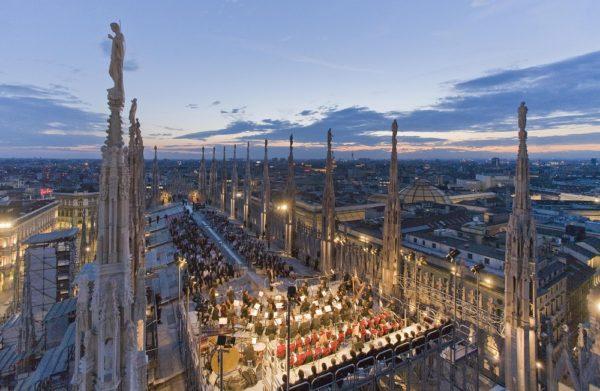 Milano prezzi delle case in calo. Foto aerea del duomo