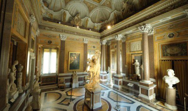 Patrimonio culturale in classe A, nella foto sala di Apollo e Dafne alla Galleria Borghese, Roma