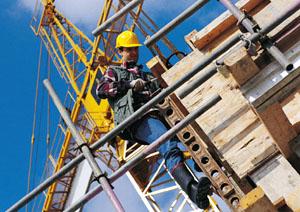 Piano operativo di sicurezza POS in cantiere Operaio sulle impalcature