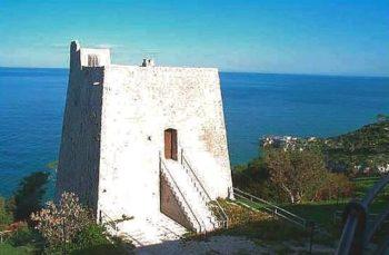 Bando Fari 2017 recupero torri ed edifici costieri Torre Monte Pucci Foggia