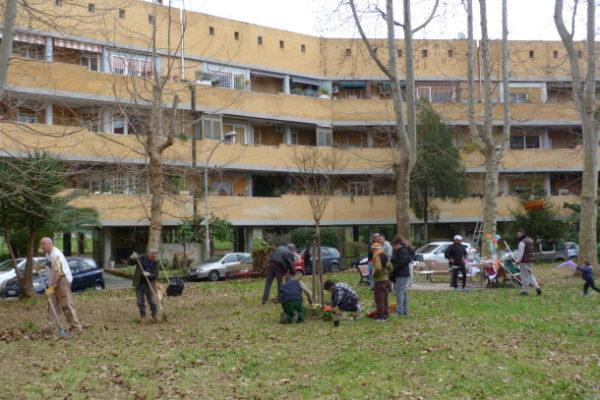Baratto amministrativo Roma: cittadini ripuliscono giardini Villaggio Olimpico