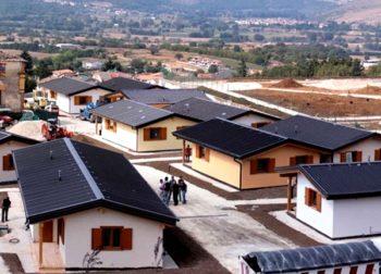 Disegno di legge per case prefabbricate senza autorizzazione dopo emergenza Moduli abitativi allestiti in paesi terremotati