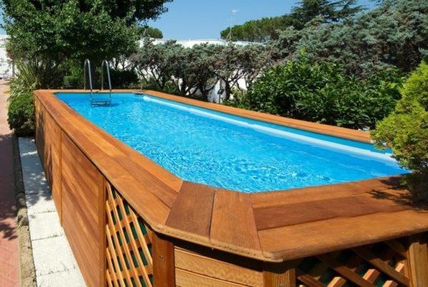 Piscine fuori terra in legno per il tuo giardino casanoi blog - Giardino con piscina fuori terra ...