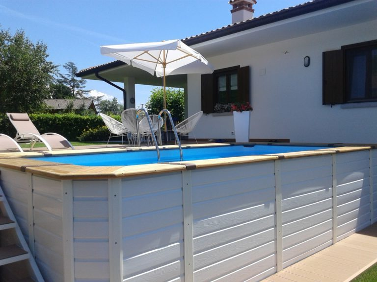 Giardini con piscine fuori terra ur62 regardsdefemmes - Piscine seminterrate prezzi ...