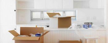 trasloco della cucina scatole contenenti stoviglie