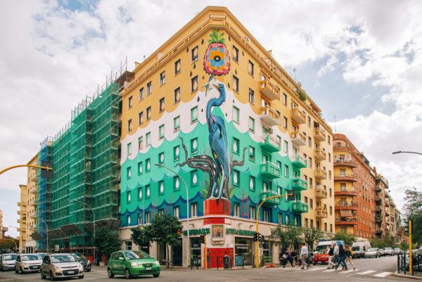 Roma, street-art mangia smog foto Hunting Pollution, realizzato con pitture ecosostenibili
