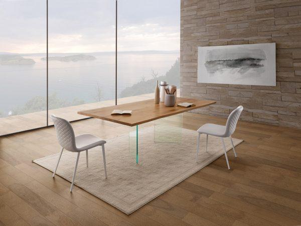 anteprime salone del mobile di milano 2019. tavolo LIGHT-U di Natisa e sedie Ariel
