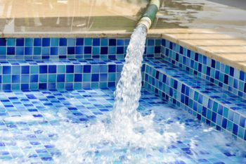 evitare sprechi di acqua in casa anche per la piscina