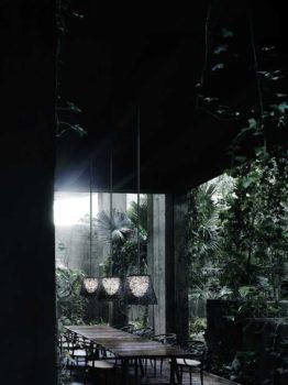 luci di design per giardino e terrazzo: delimita la zona pranzo con la sospensione Romeo di Flos