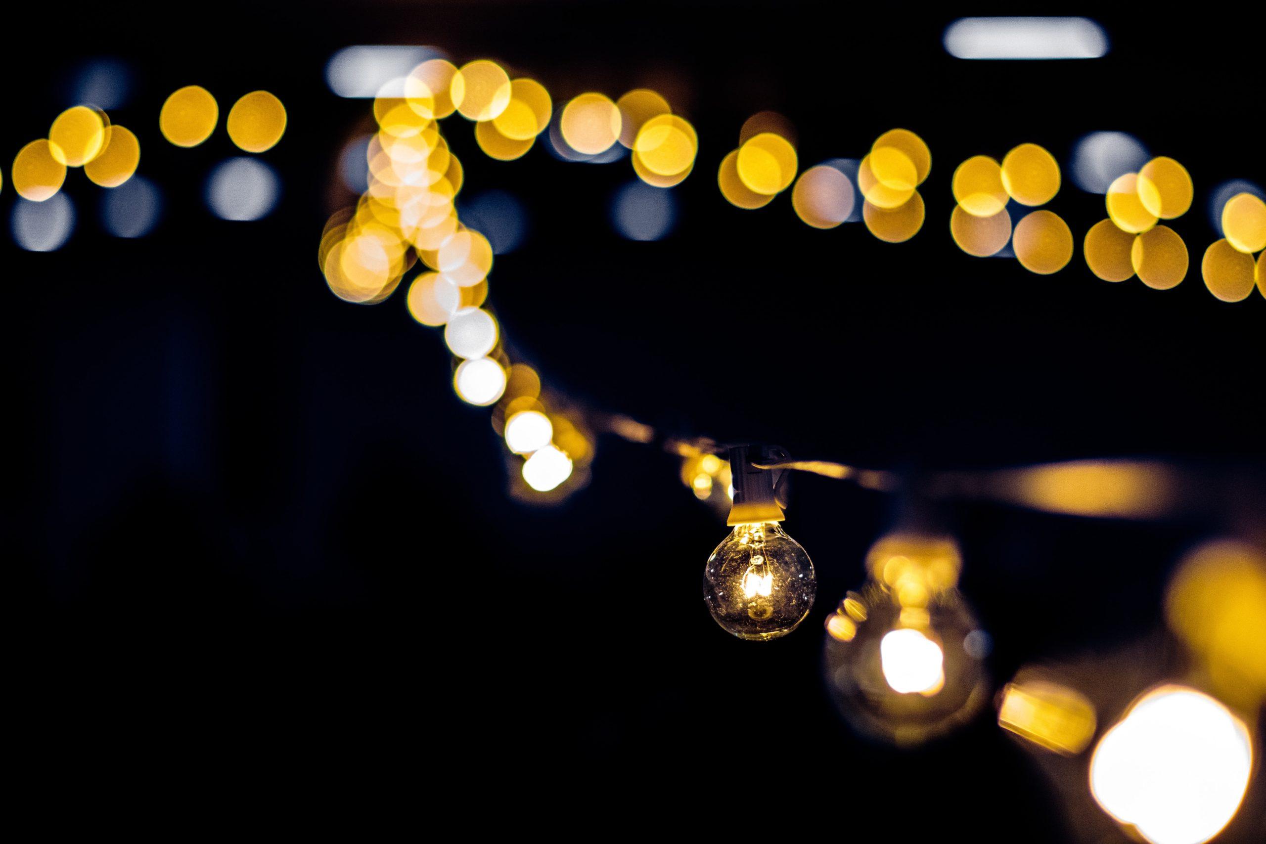 catenaria di lampadine per giardino